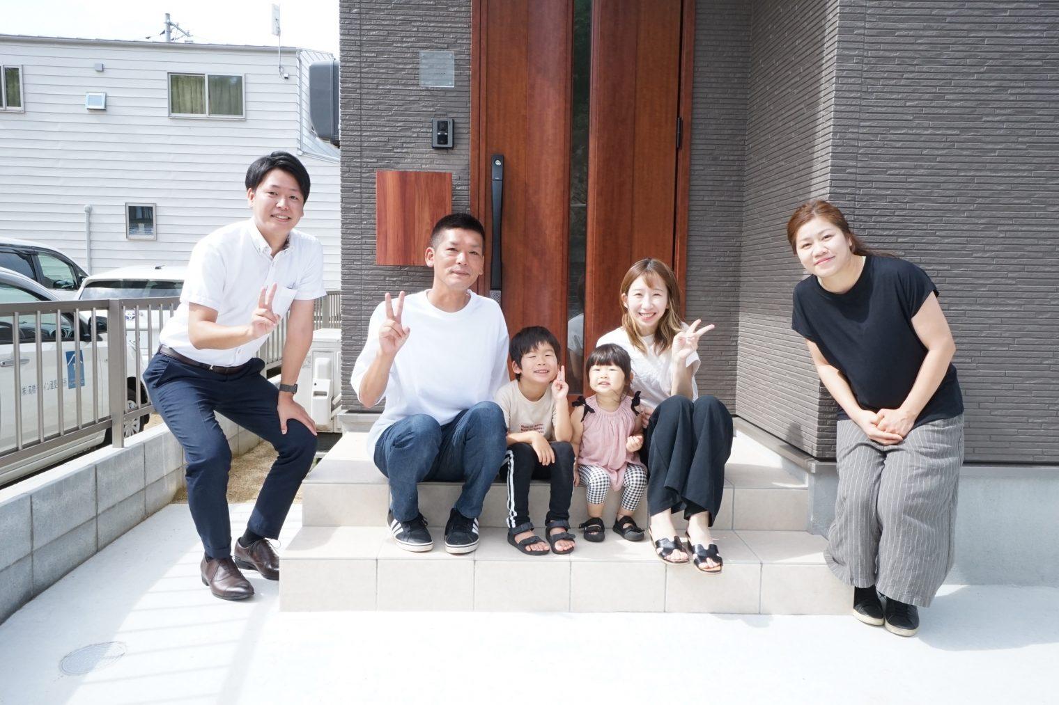 家族が自然と集まる居心地の良いリビングのお家